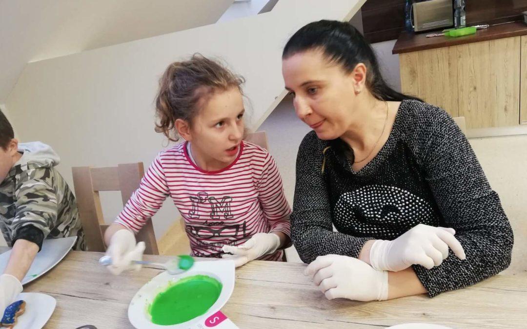 Warsztaty zrodzicami – wspólne dekorowanie pierników